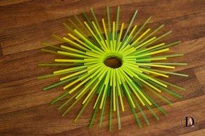 DIY Sunburst Decor with straws-1